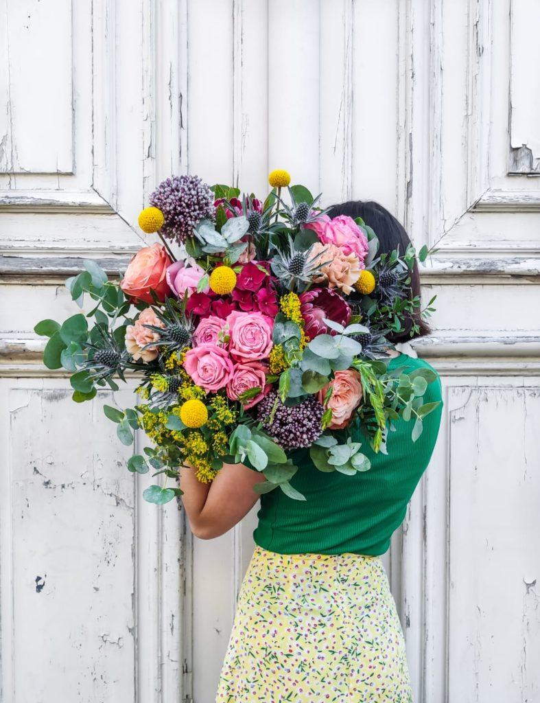 craspédia, roses, eucalyptus